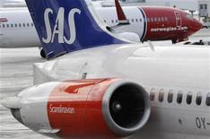 <p>A Norwegian Air's Boeing 737-800 aircraft prepares for takeoff behind a SAS MD-82 aircraft parked at gate on Terminal 5 at Arlanda airport, north of Stockholm February 9, 2010. REUTERS//Johan Nilsson/Scanpix</p>