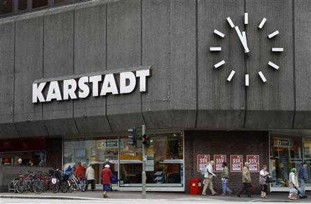 A huge clock shows the time at a Karstadt store building in the northern German city of Hamburg September 2, 2010. REUTERS/Christian Charisius