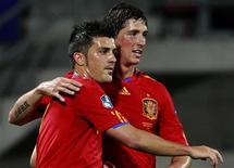 <p>David Villa e Fernando Torres celebram gol da Espanha em goleada de 4 x 0 sobre Liechtenstein. REUTERS/Arnd Wiegmann</p>