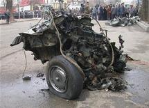 <p>Обломки взорванного в Душанбе автомобиля, 31 января 2004 года. Двое смертников взорвали машину во дворе милицейского подразделения на севере Таджикистана, в результате чего погибли два офицера, 25 сотрудников ранены, а здание частично сожжено. REUTERS/ASIA-PLUS/Zokir Nurmatov AS/DL</p>