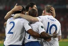 <p>Игроки сборной Англии радуются голу, забитому Уэйном Руни в матче против Швейцарии в рамках отборочного этапа на чемпионат Европы 2012 года, в Базеле 7 сентября 2010 года. Сборная Англии по футболу выиграла второй матч в группе G на отборочном этапе чемпионата Европы 2012 года - во вторник в гостях со счетом 3-1 были повержены швейцарцы. REUTERS/Stefan Wermuth</p>