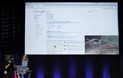 """<p>La vice-présidente de Google chargée des recherches et des usagers, Marissa Mayer, présente """"Google Instant"""" lors d'une conférence à San Francisco. Cette amélioration, lancée mercredi aux Etats-Unis et prévue en France d'ici quelques semaines, prédit des réponses au fur et à mesure que l'utilisateur tape sa requête. /Photo prise le 8 septembre 2010/REUTERS/Robert Galbraith</p>"""
