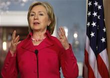 <p>U.S. Secretary of State Hillary Clinton makes remarks during her meeting with Ukraine's Foreign Minister Petro Poroshenko at the State Department in Washington, December 9, 2009. REUTERS/Jim Young</p>