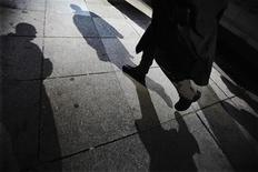 <p>Shadows are seen as a man walks down Bay Street in the financial district in Toronto in this March 11, 2009 file photo. REUTERS/Mark Blinch</p>