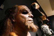 """<p>Foto de archivo de una máscara Klingon expuesta en la muestra """"40 Years of Star Trek: The Collection"""" en Nueva York, sep 29 2006. DaHjaj 'oH Qaq jaj vaD bI'reS. No, su pantalla no está rota, eso, para los no iniciados, es como se dice """"Hoy es un buen día para la ópera"""" en Klingon. REUTERS/Keith Bedford</p>"""