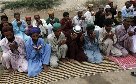 Flood victims offer Eid-al-Fitr prayers in a makeshift mosque while they take refuge in a relief camp for flood victims in Sukkur in Pakistan's Sindh province September 11, 2010. REUTERS/Akhtar Soomro