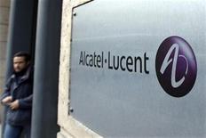 <p>Imagen de archivo del logo de Alcatel Lucent en su oficina en París. Dic 12 2008 El fabricante de equipamiento para telecomunicaciones Alcatel Lucent dijo que algunos operadores en China e India podrían presentar ofertas para construir redes de prueba 4G a fin de año, mientras se apresuran para actualizar las redes existentes o participar en el negocio inalámbrico. REUTERS/Charles Platiau/ARCHIVO</p>
