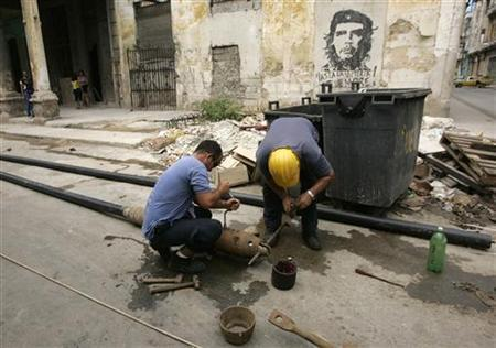 Workers of Havana's state-run water company fix pipelines in downtown Havana June 12, 2008. REUTERS/Enrique De La Osa