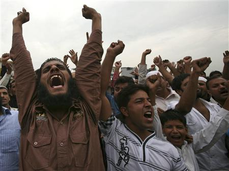 Demonstrators shout slogans during a protest to denounce reports that copies of the Koran had been damaged in the United States, in Jammu September 14, 2010. REUTERS/Mukesh Gupta
