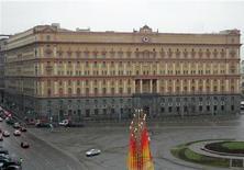 <p>Вид на штаб-квартиру ФСБ в Москве 5 декабря 2006 года. Если вы работаете на западную компанию, конкурирующую с фирмами из России или Китая, ваши связанные с государством конкуренты могут получить доступ к секретам вашей организации. REUTERS/Thomas Peter</p>