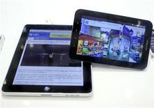 <p>Imagen de archivo del iPad de Apple, mostrado durante una feria de tecnologías en Berlín. Sep 2 2010 Los gráficos en color y los vídeos son elementos clave para que muchos crean que el iPad de Apple y otras tabletas darán el impulso a la era de los libros de texto electrónicos. REUTERS/Thomas Peter/ARCHIVO</p>