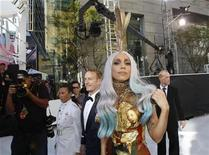 <p>Lady Gaga arrives at the 2010 MTV Video Music Awards in Los Angeles, California, September 12, 2010. REUTERS/Mario Anzuoni</p>
