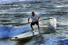 <p>A Palestinian fisher man uses his small boat in Gaza Strip beach June 7,2002. REUTERS/ Ahmed Jadallah</p>