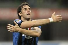 <p>Diego Milito comemora gol na vitória da Inter de Milão por 4 x 0 contra o Bari pelo Campeonato Italiano. REUTERS/Alessandro Garofalo</p>