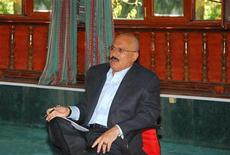 <p>Президент Йемена Али Абдулла Салех в Президентском дворце в городе Сана 29 октября 2009 года. 23 сентября 2006 года Али Абдулла Салех одержал победу на президентских выборах в Йемене. REUTERS/Yemen Presidency/Handout</p>