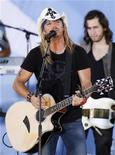 <p>Singer Bret Michaels performs on ABC's Good Morning America in New York June 18, 2010. REUTERS/Lucas Jackson</p>