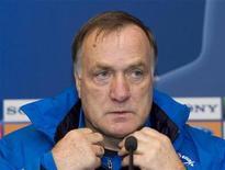<p>Футбольный тренер Дик Адвокат на пресс-конференции в Минске, 4 ноября 2008 года. 27 сентября 1947 года родился голландский футбольный тренер Дик Адвокат. REUTERS/Vasily Fedosenko</p>