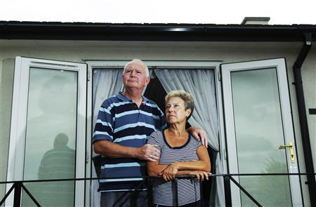 Pensioners Tony and Pam Tobin pose at their home in Pagham near Bognor Regis in southern England August 19, 2010. REUTERS/Luke MacGregor