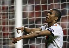 <p>Meia-atacante Douglas Costa comemora gol do Shakhtar Donetsk em vitória por 3 x 0 sobre o Braga pela Liga dos Campeões. REUTERS/Miguel Vidal</p>