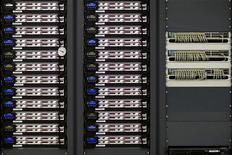<p>Сервер в компьютерном центре CERN в Женеве 3 октября 2008 года. 29 сентября 1954 года была основана Европейская организация по ядерным исследованиям (CERN). REUTERS/Valentin Flauraud</p>