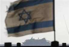 <p>An Israeli flag flutters in the wind as a naval vessel (not seen) escorts the Mavi Marmara, a Gaza-bound ship that was raided by Israeli marines, to the Ashdod port May 31, 2010. REUTERS/Amir Cohen</p>