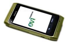 <p>Смартфон Nokia N8 на пресс-конференции компании в Стокгольме 21 сентября 2010 года. Финская Nokia, ведущий мировой производитель мобильных телефонов, начала поставки смартфонов модели N8, сообщила компания в четверг. REUTERS/Bob Strong</p>