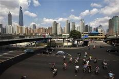 <p>A view of the centre of Shanghai, near the Pudong Lujiazui financial area, September 9, 2010. REUTERS/Aly Song</p>