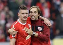 <p>Adam Szalai e o técnico Thomas Tuchel do Meinz comemoram jogo contra o Hoffenheim após jogo da Liga Alemã. 02/09/2010 REUTERS/Ralph Orlowski</p>