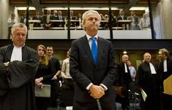 <p>Right-wing Dutch MP Geert Wilders (C) appears in court with his lawyer Mr. Bram Moszkowicz (L) in Amsterdam October 4, 2010. REUTERS/Marcel Antonisse/Pool</p>