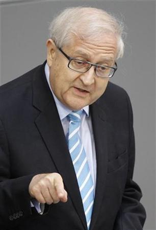Wirtschaftsminister Rainer Brüderle während einer Rede vor dem Bundestag in Berlin am 1. Juli 2010. REUTERS/Tobias Schwarz