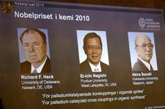 <p>Лауреаты Нобелевской премии по химии 2010 года, 6 октября 2010 года. Нобелевскую премию по химии 2010 года получили ученые Ричард Хек, Эйити Нигиси и Акира Судзуки сообщил в понедельник шведский Каролинский институт. REUTERS/Janerik Henriksson/Scanpix Sweden</p>