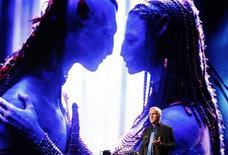 """<p>Imagen de archivo del director de Avatar, James Cameron, dando un discurso en un foro en Seúl. May 13 2010 Los fanáticos de """"Avatar"""" podrán dar un nuevo vistazo al planeta Pandora el próximo mes, cuando los discos de la edición especial de la película de ciencia ficción llegarán a las tiendas. REUTERS/Jo Yong-Hak/ARCHIVO</p>"""