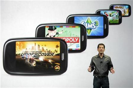 Jon Rubinstein, chairman and chief executive of Palm, talks about new games for Palm phones in Las Vegas, January 7, 2010. REUTERS/Steve Marcus