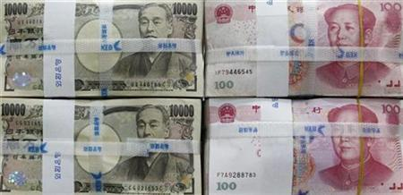Japanese yen notes (L) and Chinese yuan notes are piled up at a bank office during a photo opportunity in Seoul October 8, 2010. REUTERS/Lee Jae-Won