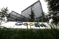 """<p>Офис компании Google в Пекине 12 июля 2010 года. Интернет-гигант Google Inc решил попробовать свои силы в разработке """"движков"""" иного рода, нежели поисковые системы, и добился неожиданных результатов, представив концепцию самоуправляющегося автомобиля. REUTERS/Jason Lee</p>"""