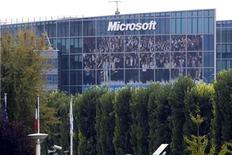 <p>Imagen de archivo de una oficina de Microsoft en Issy-les-Moulineaux, cerca de París. Oct 6 2009 Microsoft presentará el lunes una nueva línea de teléfonos equipados con Windows, en su intento por reducir la cuota de mercado del iPhone de Apple y del sistema operativo Android, de Google, dentro de la creciente industria de los 'teléfonos inteligentes'. REUTERS/Charles Platiau/ARCHIVO</p>
