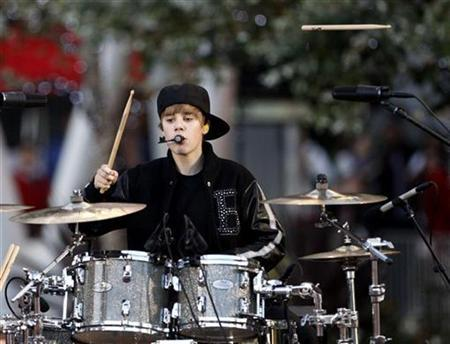 Singer Justin Bieber plays the drums as he performs at the 2010 MTV Video Music Awards in Los Angeles, California, September 12, 2010. REUTERS/Mario Anzuoni