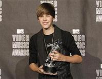 <p>Foto de archivo del cantante adolescente Justin Bieber durante la entrega de los premios MTV Video Music Awards en Los Angeles, sep 12 2010. Bieber está lanzando una línea de esmaltes de uñas inspirada en sus mayores éxitos musicales, dijo el lunes la compañía de cuidado para las uñas OPI. REUTERS/Mario Anzuoni</p>