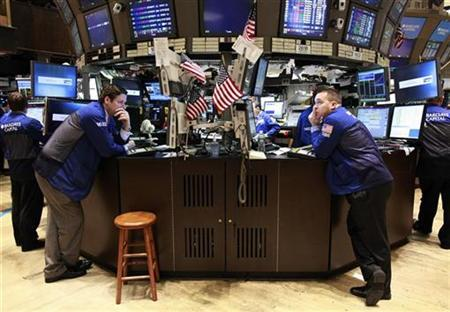 Traders work on the floor of the New York Stock Exchange October 4, 2010. REUTERS/Brendan McDermid