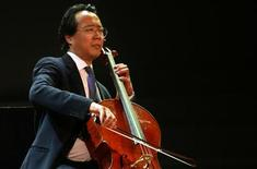 <p>World-renowned cellist Yo-Yo Ma performs during the Dan David Prize award ceremony in University of Tel Aviv May 21, 2006. REUTERS/Gil Cohen Magen</p>