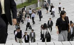 <p>People walk at a business district in Chiba, east of Tokyo September 29, 2010. REUTERS/Toru Hanai</p>