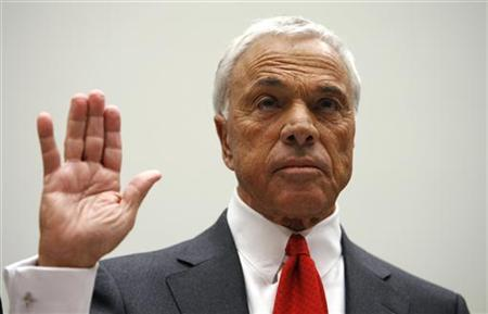 Former Countrywide Financial Corporation Chief Executive Angelo Mozilo is sworn in to testify on Capitol Hill, March 7, 2008. REUTERS/Kevin Lamarque