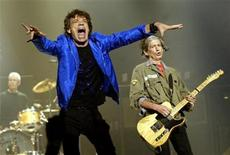 <p>Rolling Stones frontman Mick Jagger and guitarist Keith Richards performing in Los Angeles in 2002. REUTERS/Robert Galbraith</p>