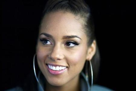 Singer Alicia Keys poses for a portrait while promoting her new album ''The Element of Freedom'' in New York December 17, 2009. REUTERS/Lucas Jackson