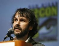"""<p>FOTO DE ARCHIVO: El productor Peter Jackson habla antes de la presentación de la película """"District 9"""" durante la cuadragésima Convención Anual Comic Con en San Diego. Julio 24, 2009. REUTERS/Mario Anzuoni (ESTADOS UNIDOS)</p>"""