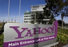 <p>Yahoo a réalisé un chiffre d'affaires moins bon que prévu pour le troisième trimestre, à 1,12 milliard de dollars et la prévision de CA du groupe pour le quatrième trimestre s'avère également inférieure aux attentes, le portail internet continuant de perdre du terrain face à ses rivaux, Google en tête. /Photo d'archives/REUTERS/Kimberly White</p>