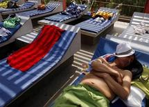 <p>A man sleeps on a chair at a water park in Lima January 24, 2010. REUTERS/Pilar Olivares</p>