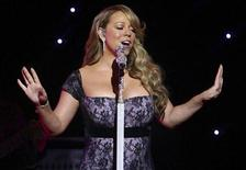 <p>Singer Mariah Carey entertains shareholders at Wal-Mart Stores Inc's annual general meeting in Fayetteville, Arkansas June 4, 2010. REUTERS/Sarah Conard</p>