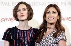 "<p>Keira Knightley (esq) e Eva Mendes divulgam o filme ""Last Night"" no festival de cinema de Roma. 28/10/2010 REUTERS/Alessia Pierdomenico</p>"