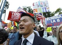 <p>Lieutenant Dan Choi, dismissed from the U.S. Army for admitting he was gay, chants during a rally outside the Beverly Hilton hotel where U.S. President Barack Obama was attending a Democratic party fundraiser in Beverly Hills, California in this May 27, 2009 file photo. REUTERS/Mario Anzuoni/Files</p>